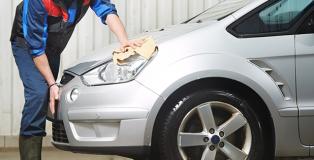 trabajo operarios limpieza de vehículos